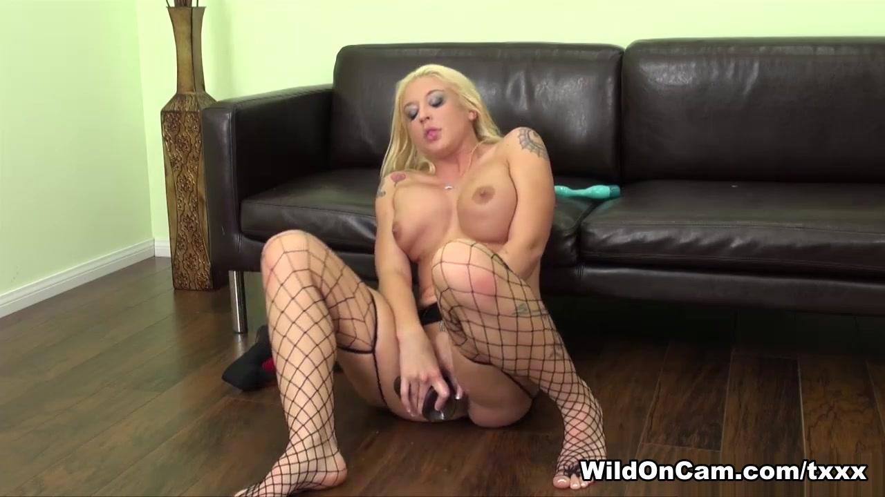 Porn Base Tight pussy cumming on camera