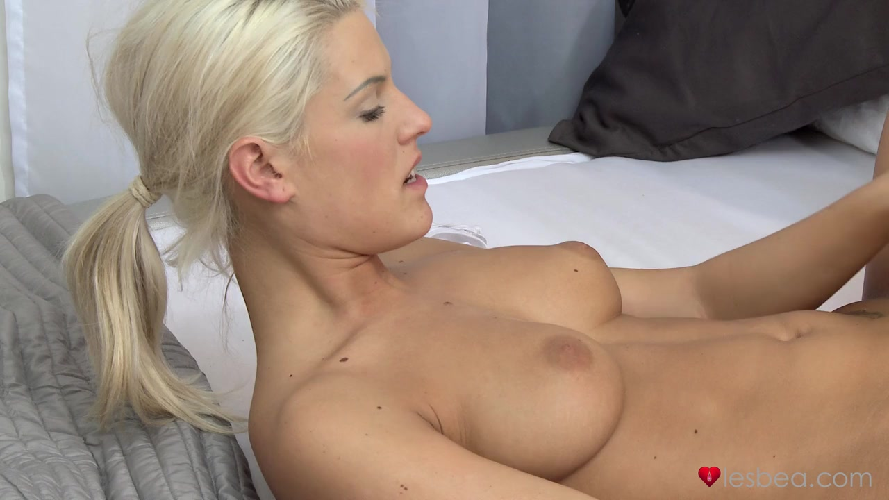 Hot Nude gallery Outdoor lesbian sex videos