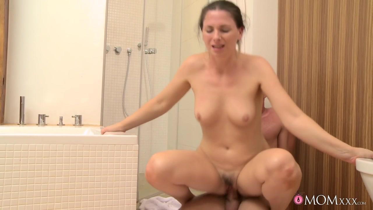Hot Nude Slutty amateur brunette milf using a dildo
