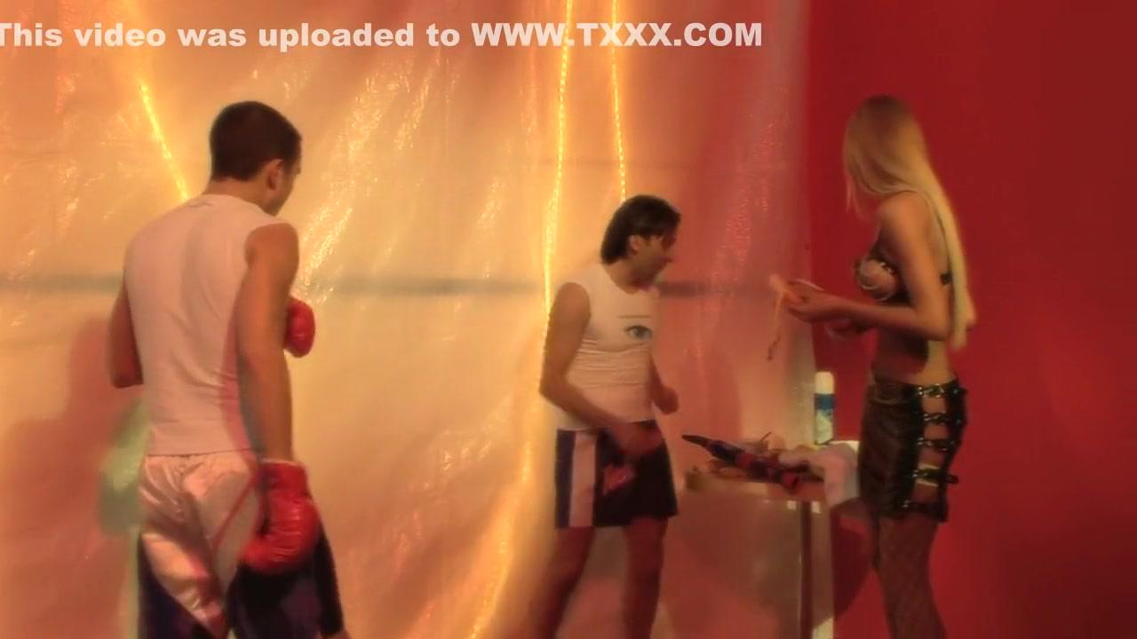 Hot xXx Pics Big ass latina Ava Alvares giving head outdoor