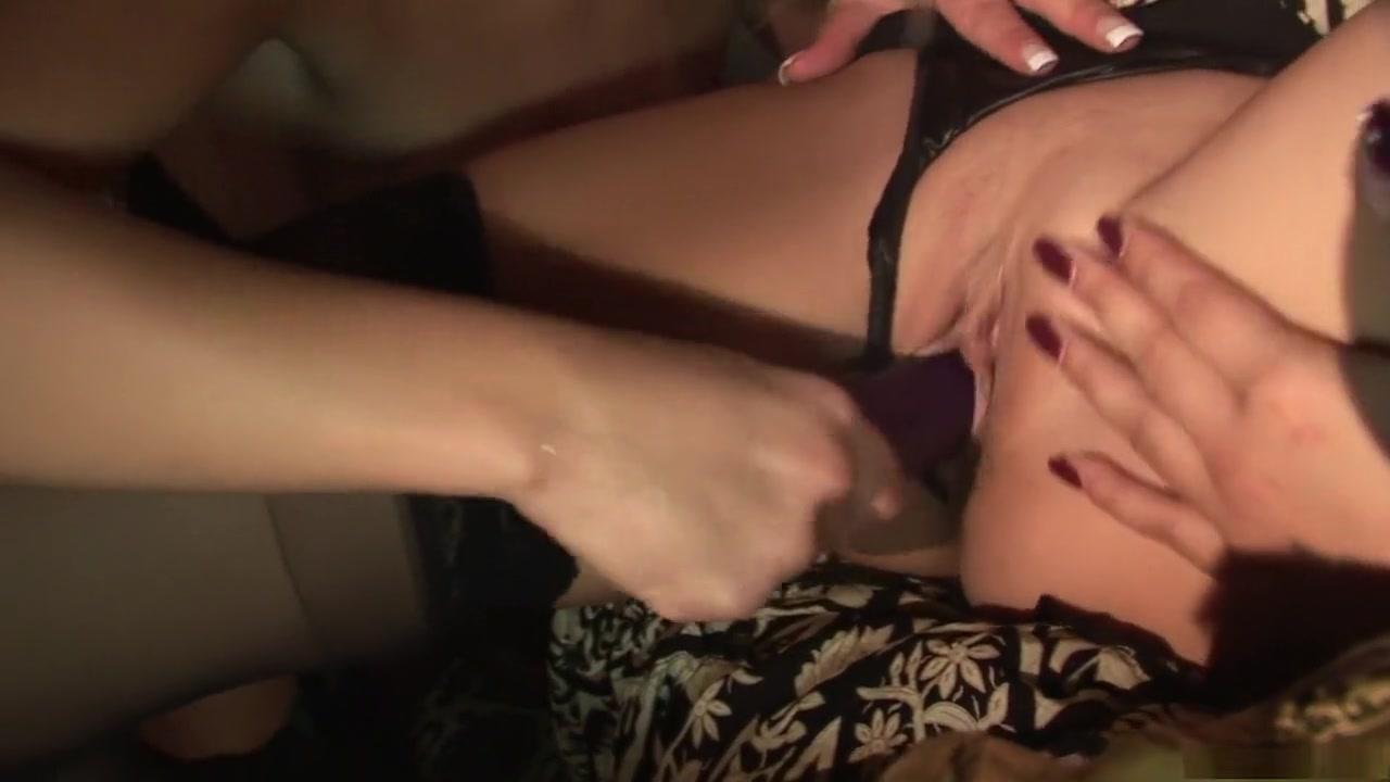 Sexes Milfer licking lesbin