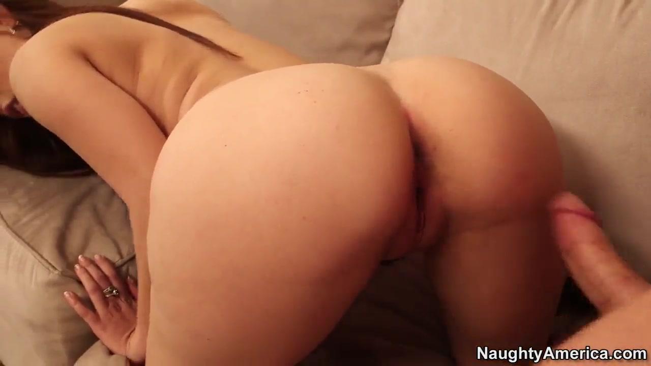 Nude 18+ Wife spreads ass