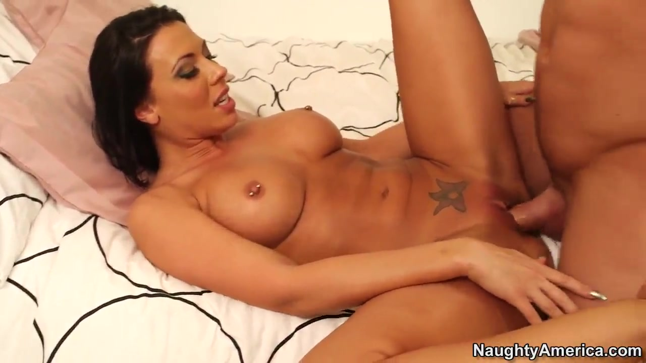 Johnny Castle having fun with Rachel Starr Lesbians having sex outside