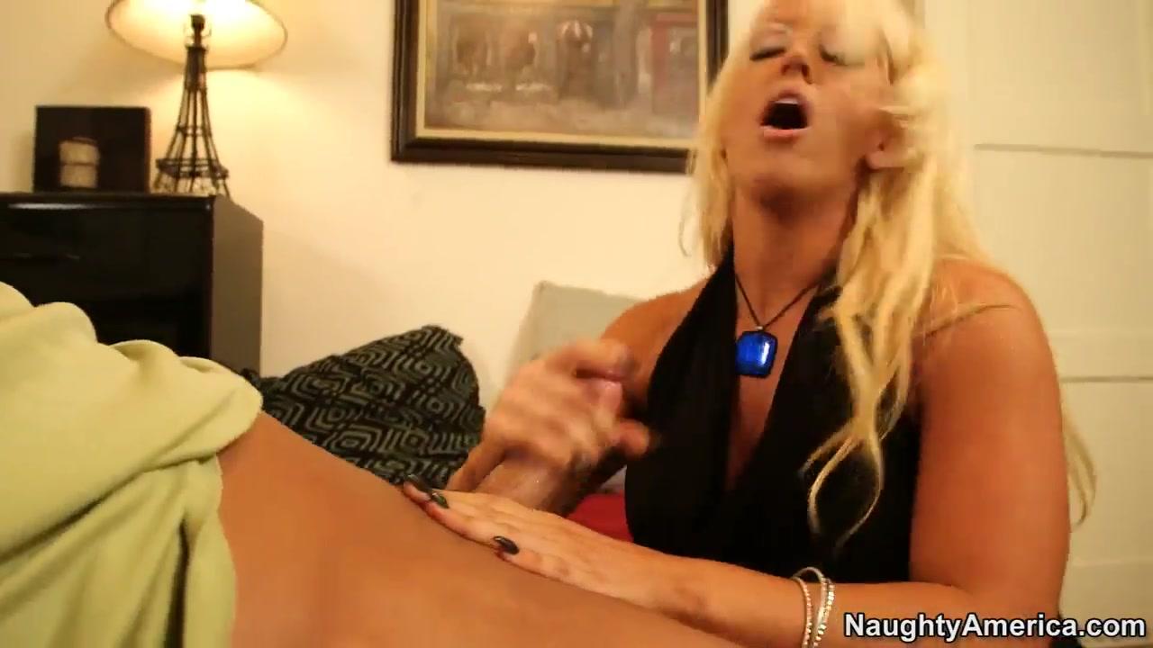 Hot xXx Video Foot lesbian lick
