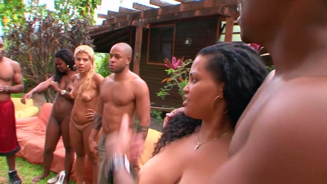 Nude photos Blue on black music video