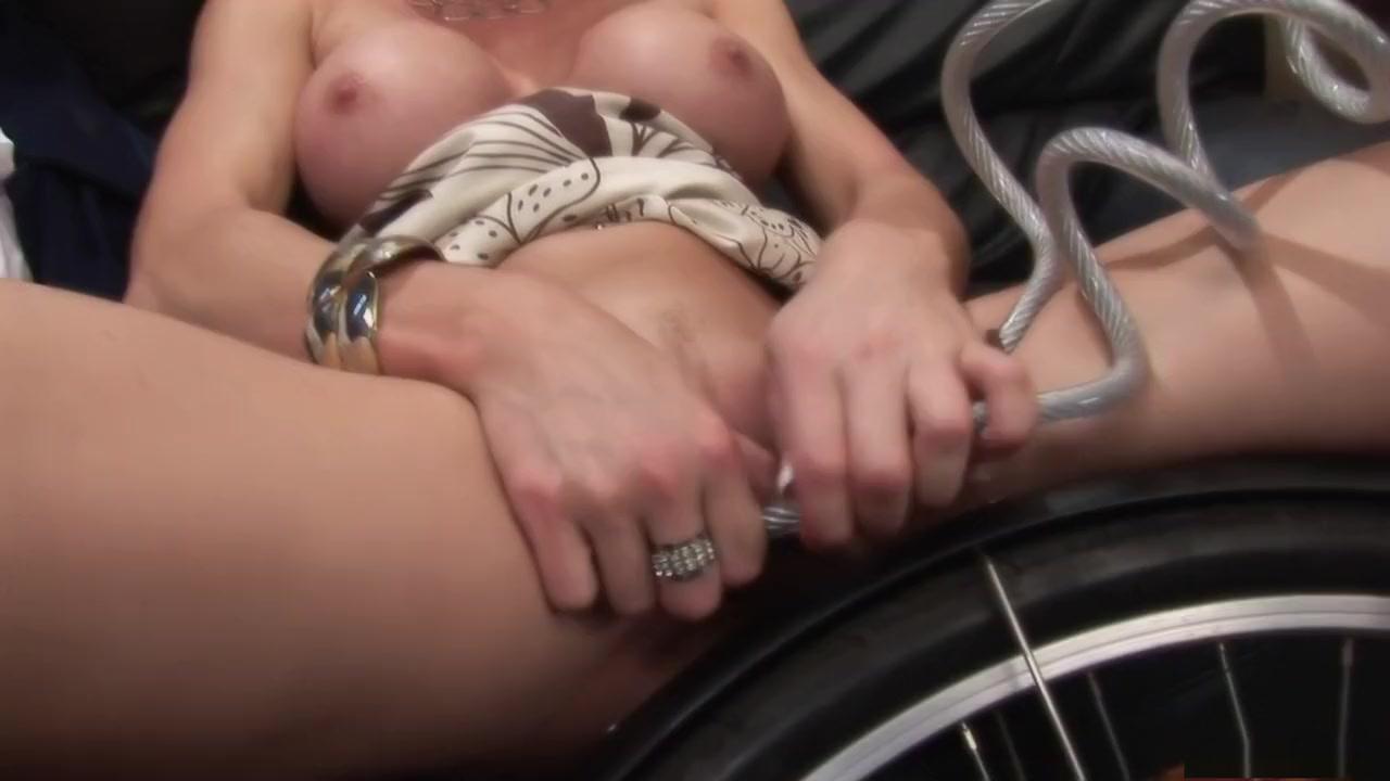 Naked Galleries Amateur finger pussy orgasm