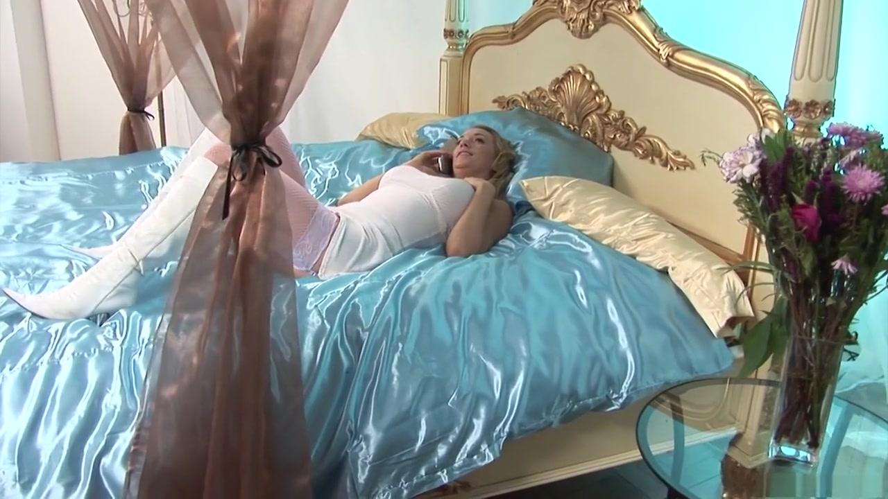 Girls blow job nude