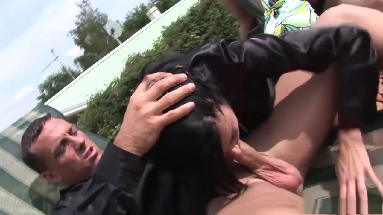 Busty italian  blonde milf goes anal Sex photo