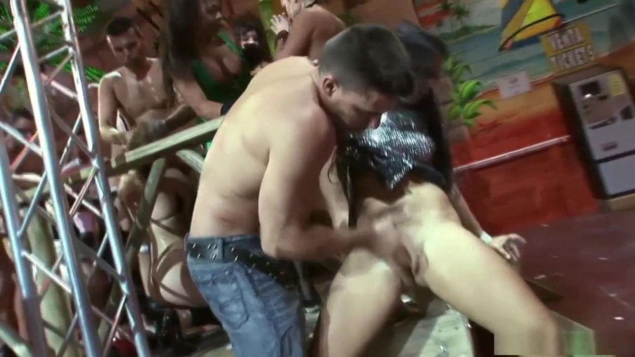 Xica bunita online dating Naked 18+ Gallery