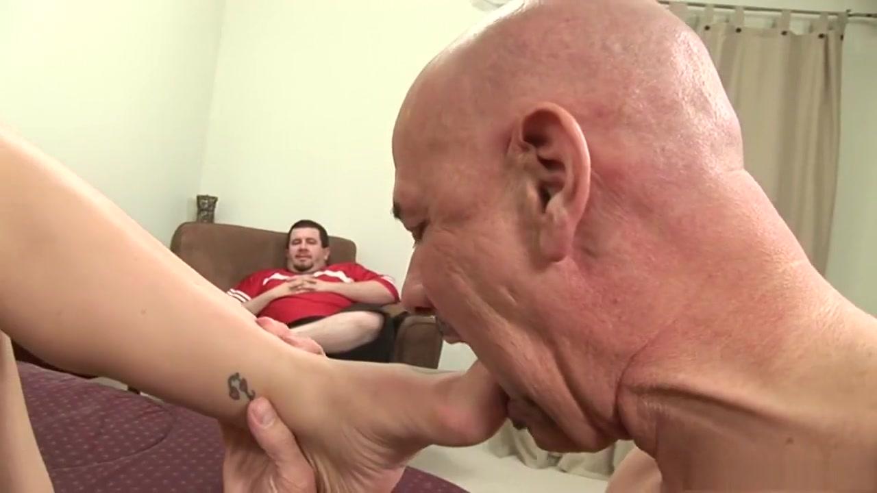 Naked FuckBook Wild milf loves to suck cock