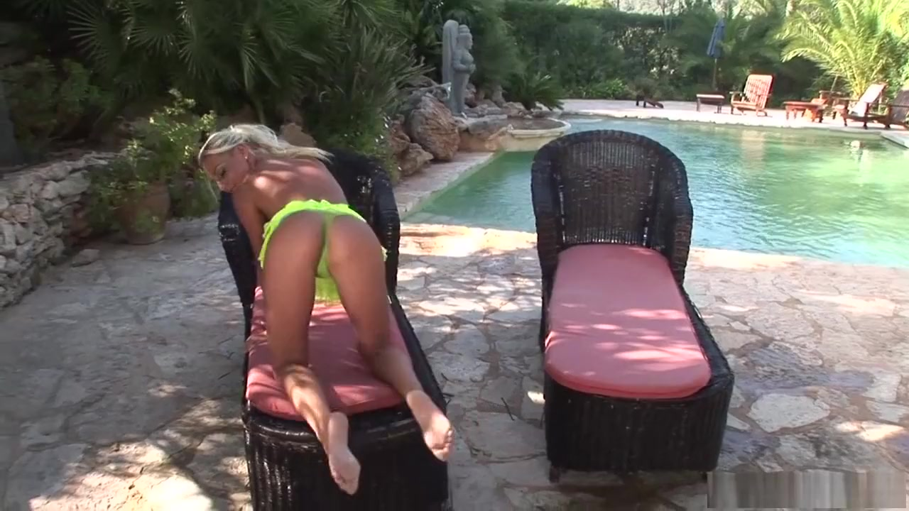 Nude 18+ Gif natural blonde porn