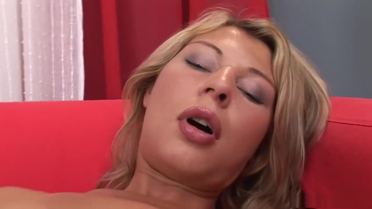 Porn tube Blond mature woman in glasses