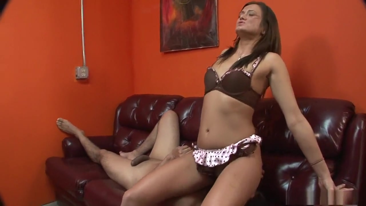 lesbians liking pussy with a dildo Porn clips