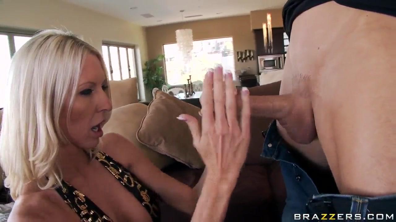 Porn tube Rochelle Ryder does her slutty job
