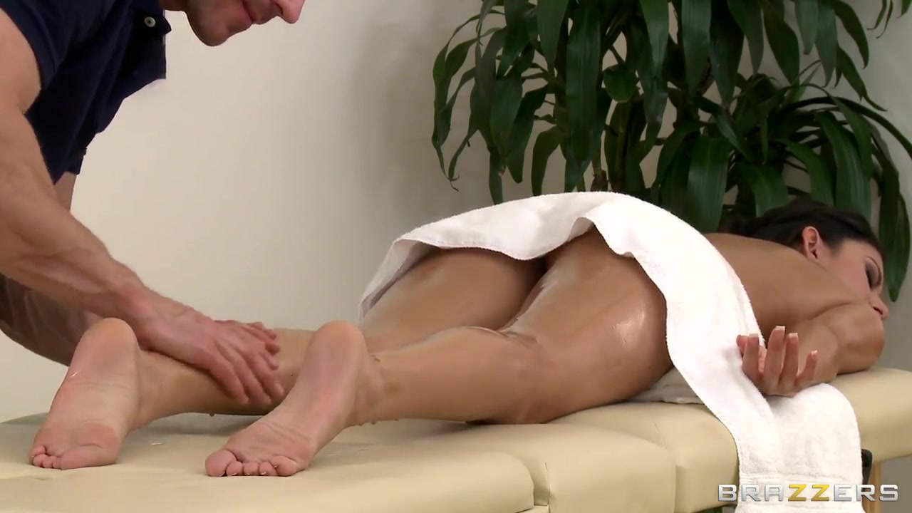 Massage time with Johnny Sins and Nikki Daniels old nasty mature movies