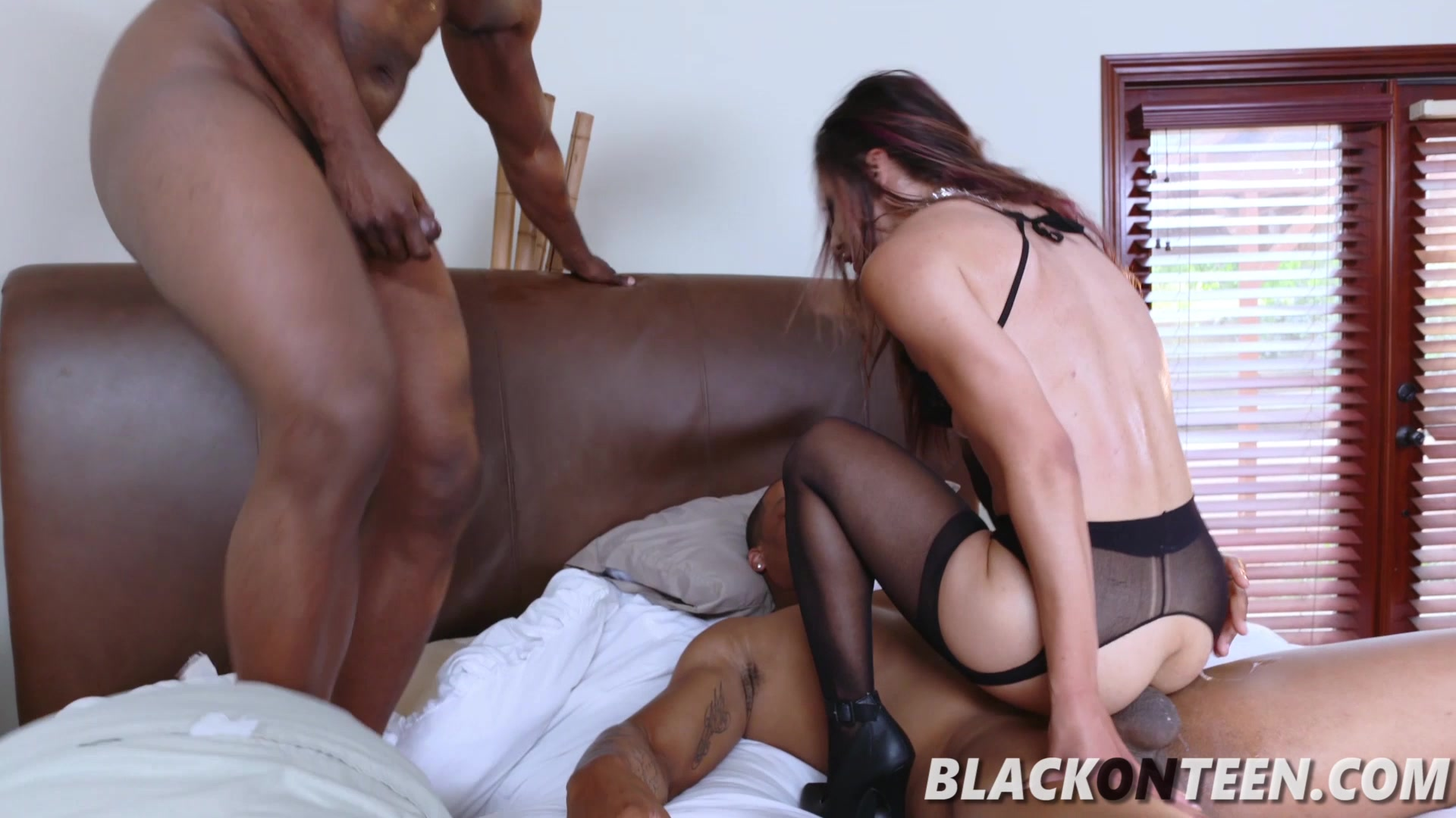 Adult gallery Pussy eating threesome chastity