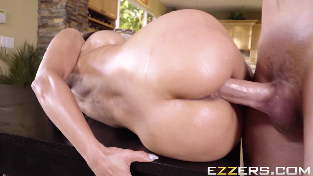 Tia Cyrus In No Distractions vintage hairy pussy in nylon stockings porn and vintage nylon 1