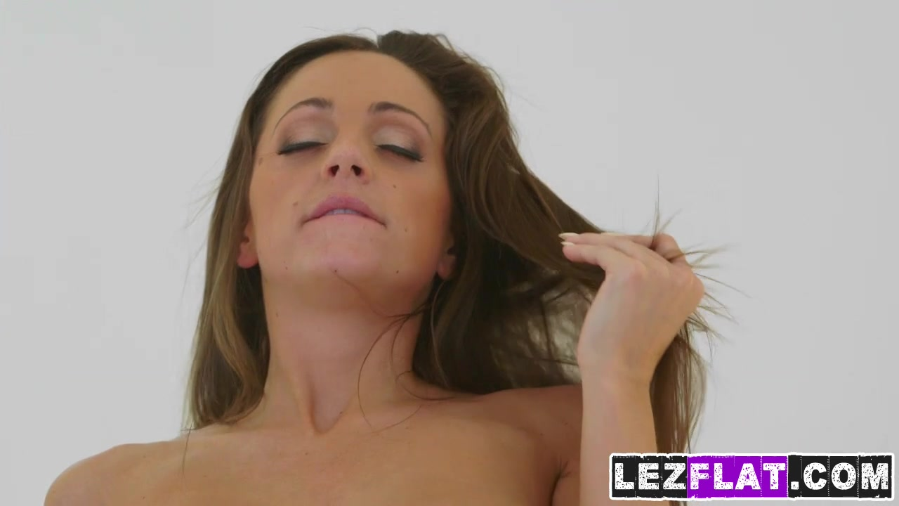 Sexis naked lesbiana Threesome