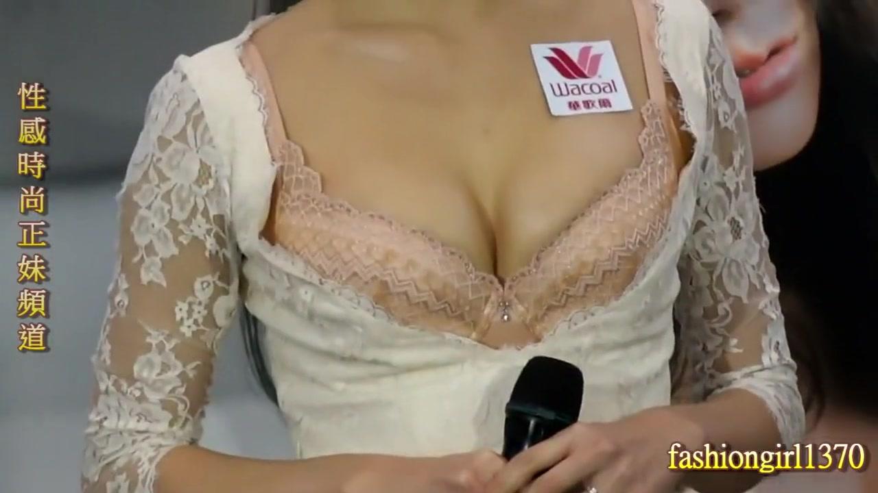 Naked Galleries Voyeur cleavage gallery