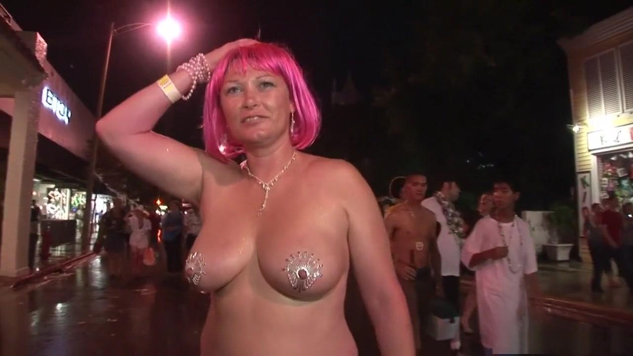 Porn FuckBook Sexiest woman masturbating