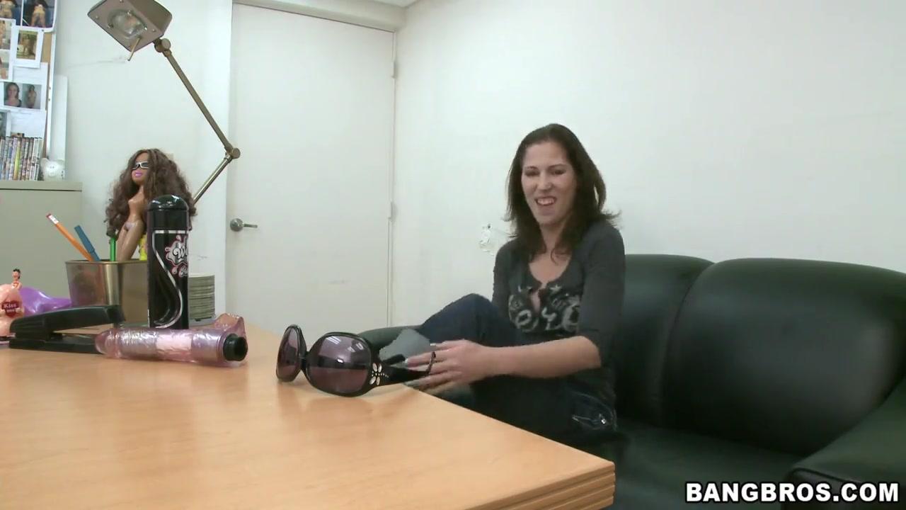 Sexy Photo Hot brunette lesbians go crazy rubbing