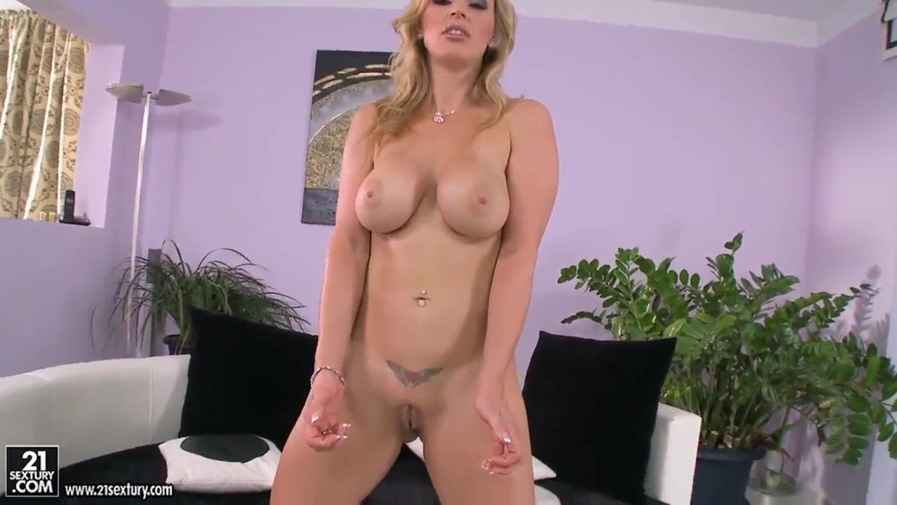 Lesbianas horny fucks Boobie
