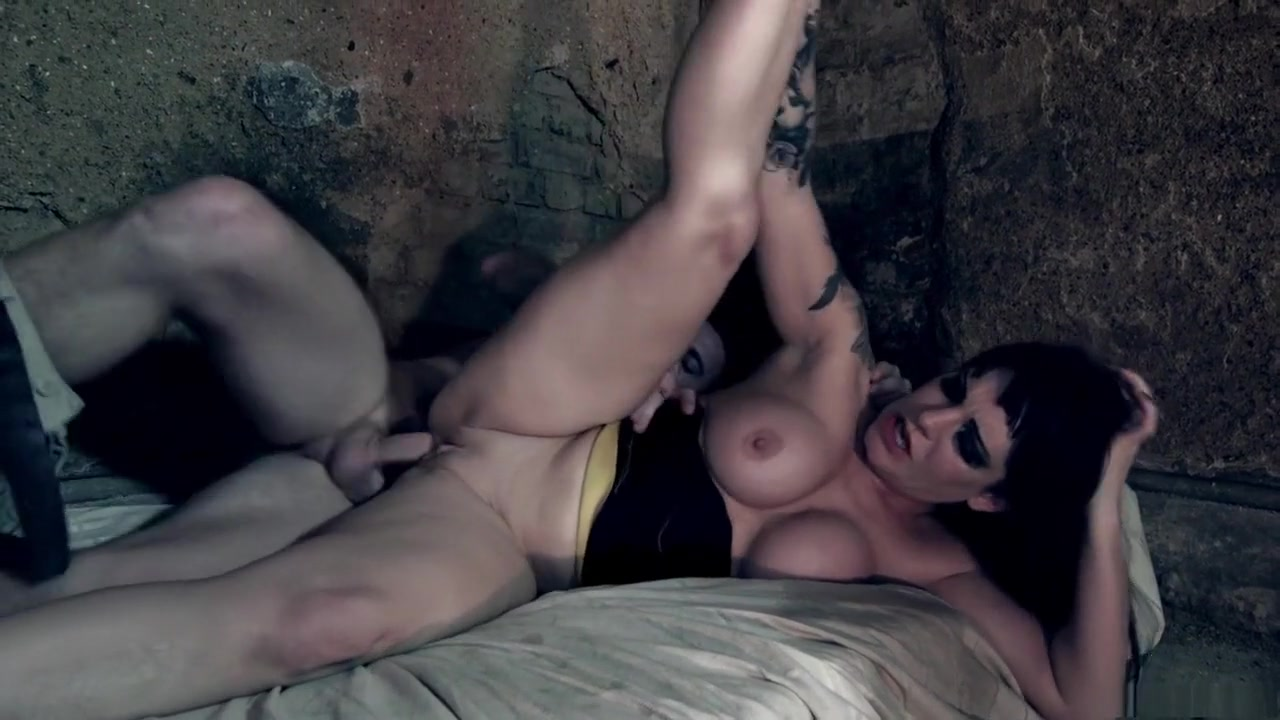 Porn tube Wide hip girl nude in public