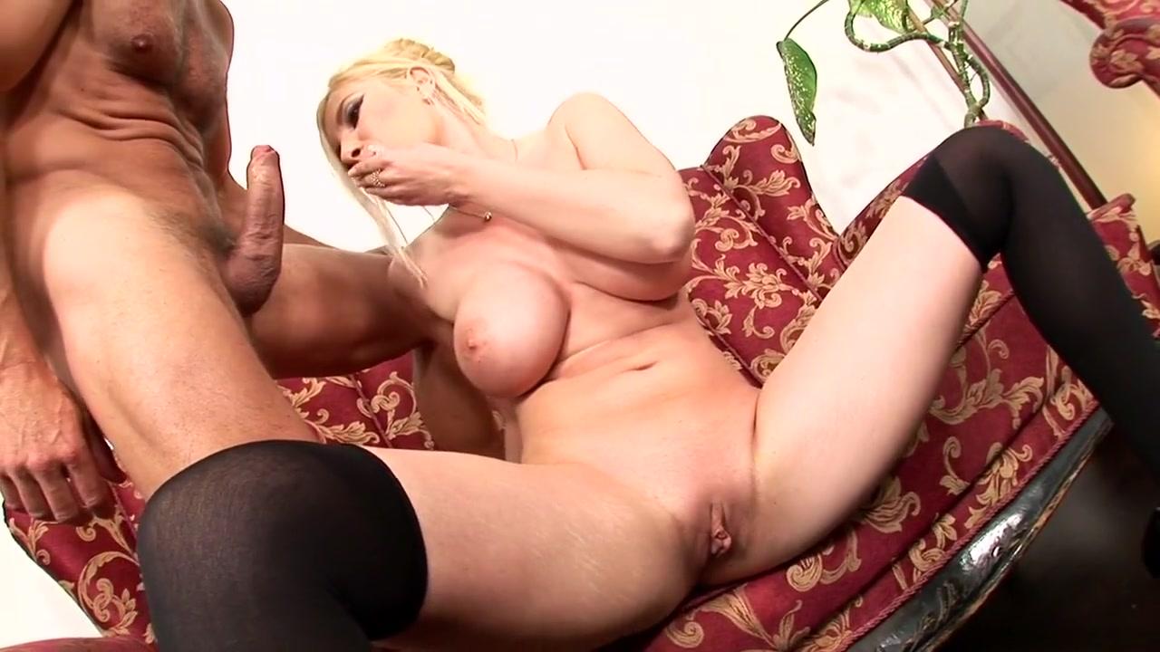 I find older women attractive XXX pics