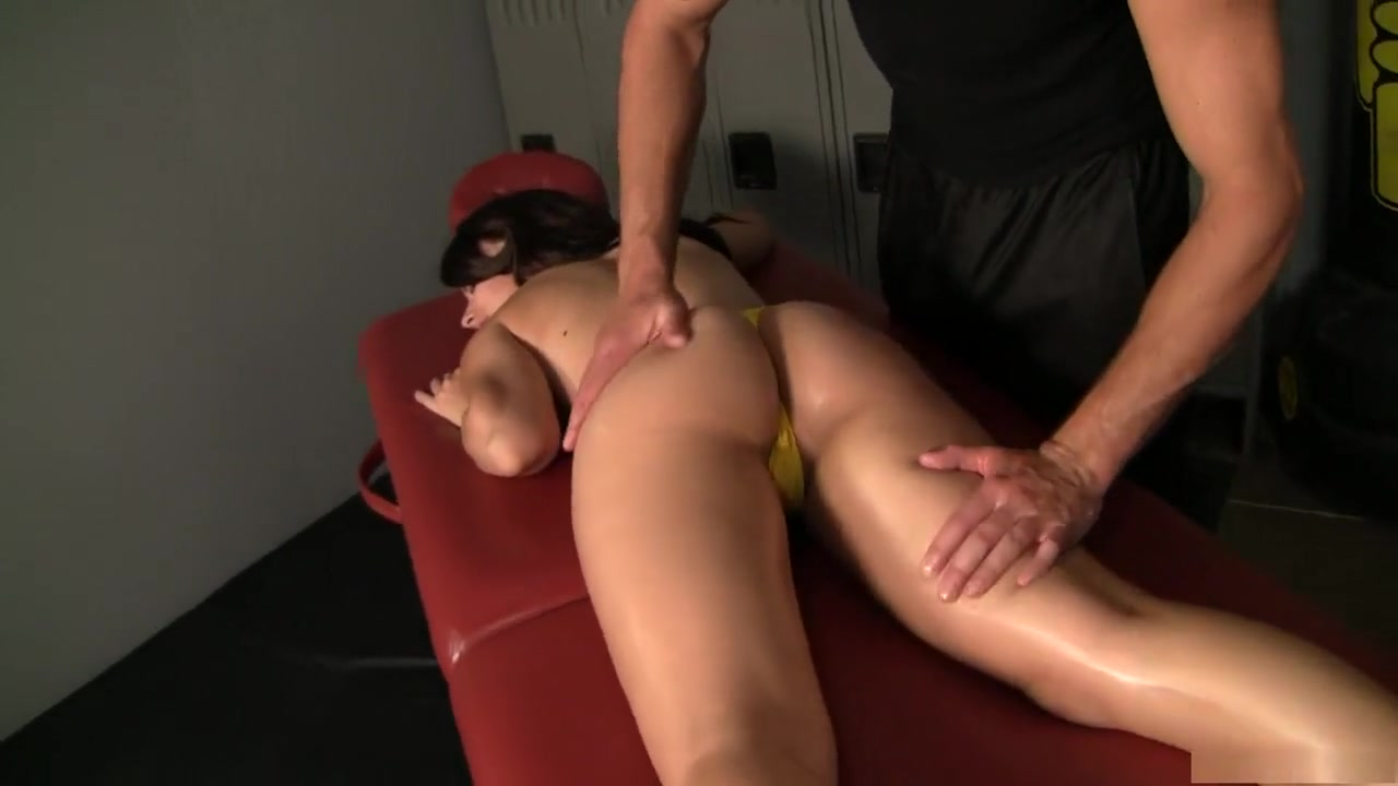 New xXx Video Sex kissing in bed naked