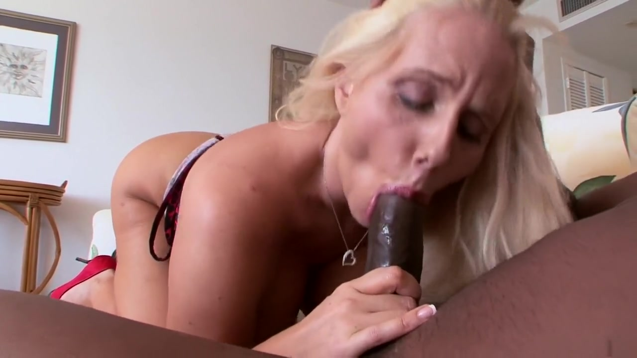 Mature gets warmed up for anal Porn clips