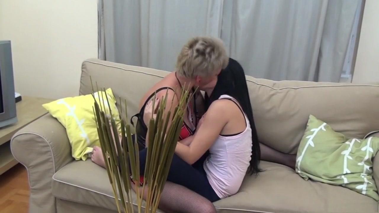 Sexy orgasam lesbians Interracial