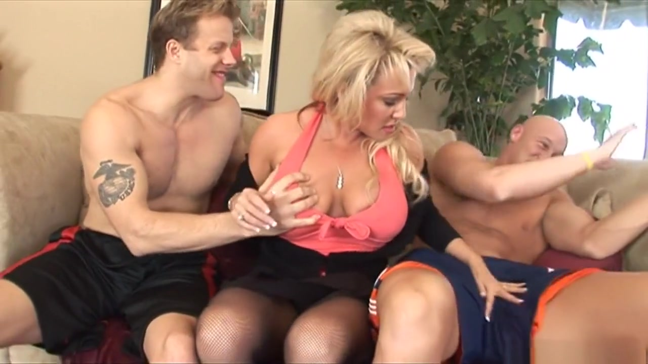 Handyman fucks his milf boss Naked Gallery