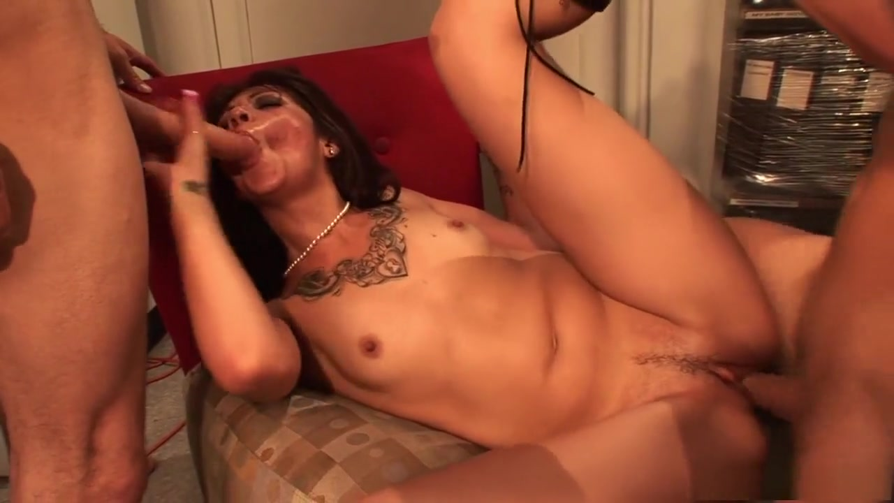Chubby milf alone at home New xXx Pics