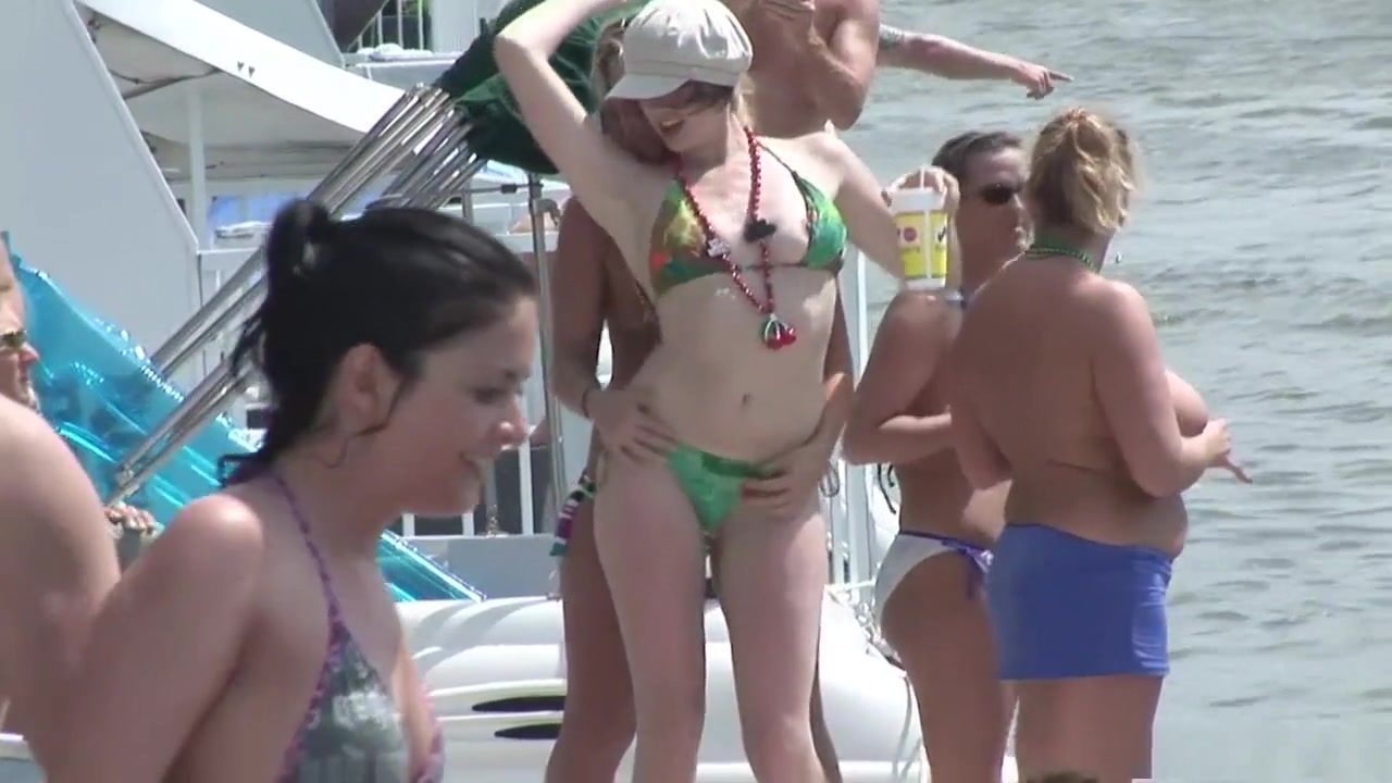 Tall dark haired women nude XXX Video