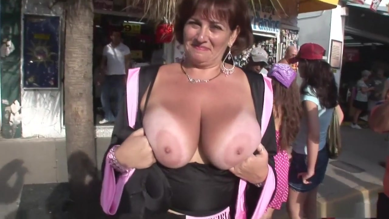 Porno photo Girls showing their sexy boobs