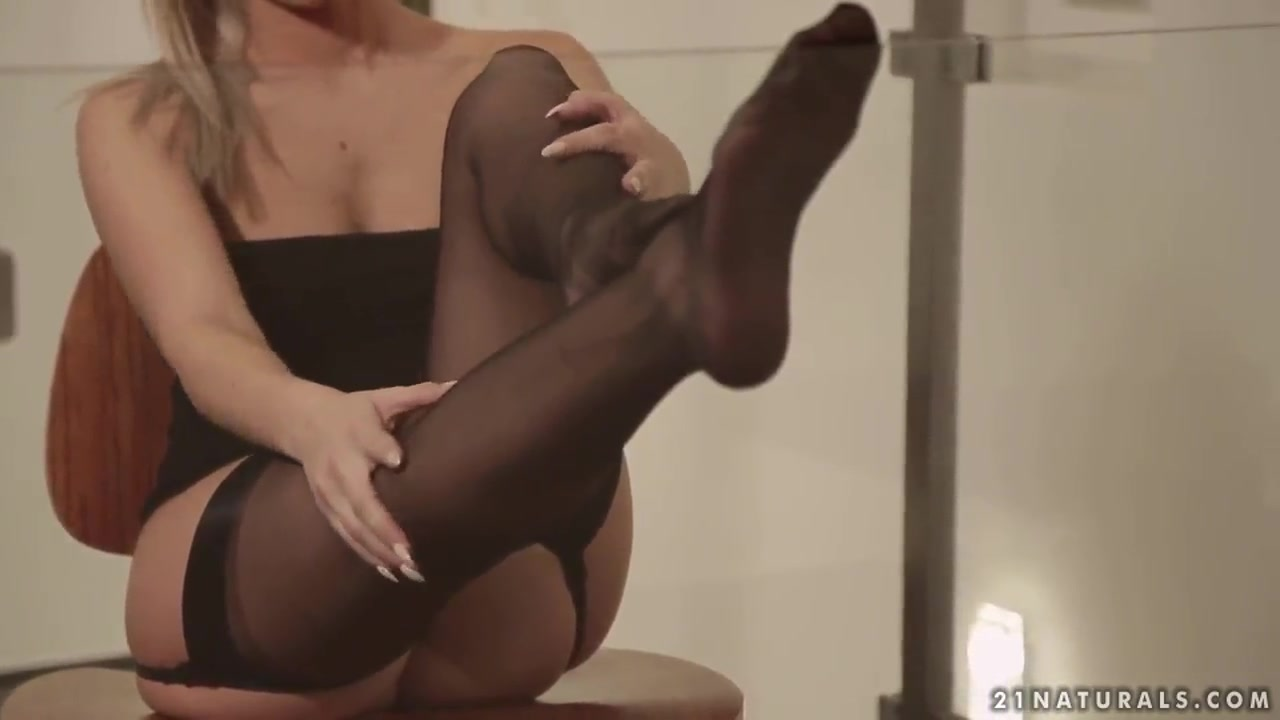 Hot xXx Pics Toe suck nylon video