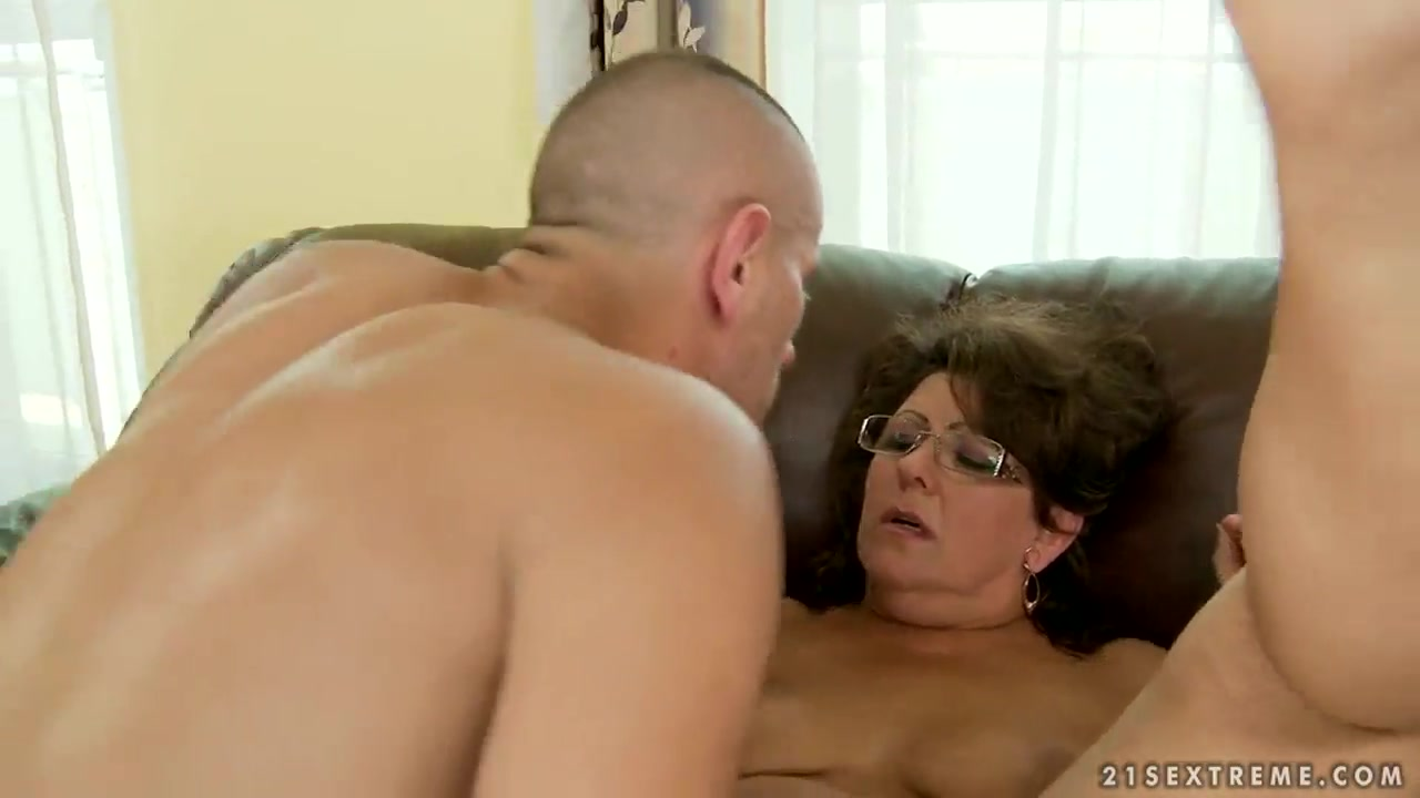 Mature Gigi M gets her hairy twat licked and rammed Sexy sayings pics