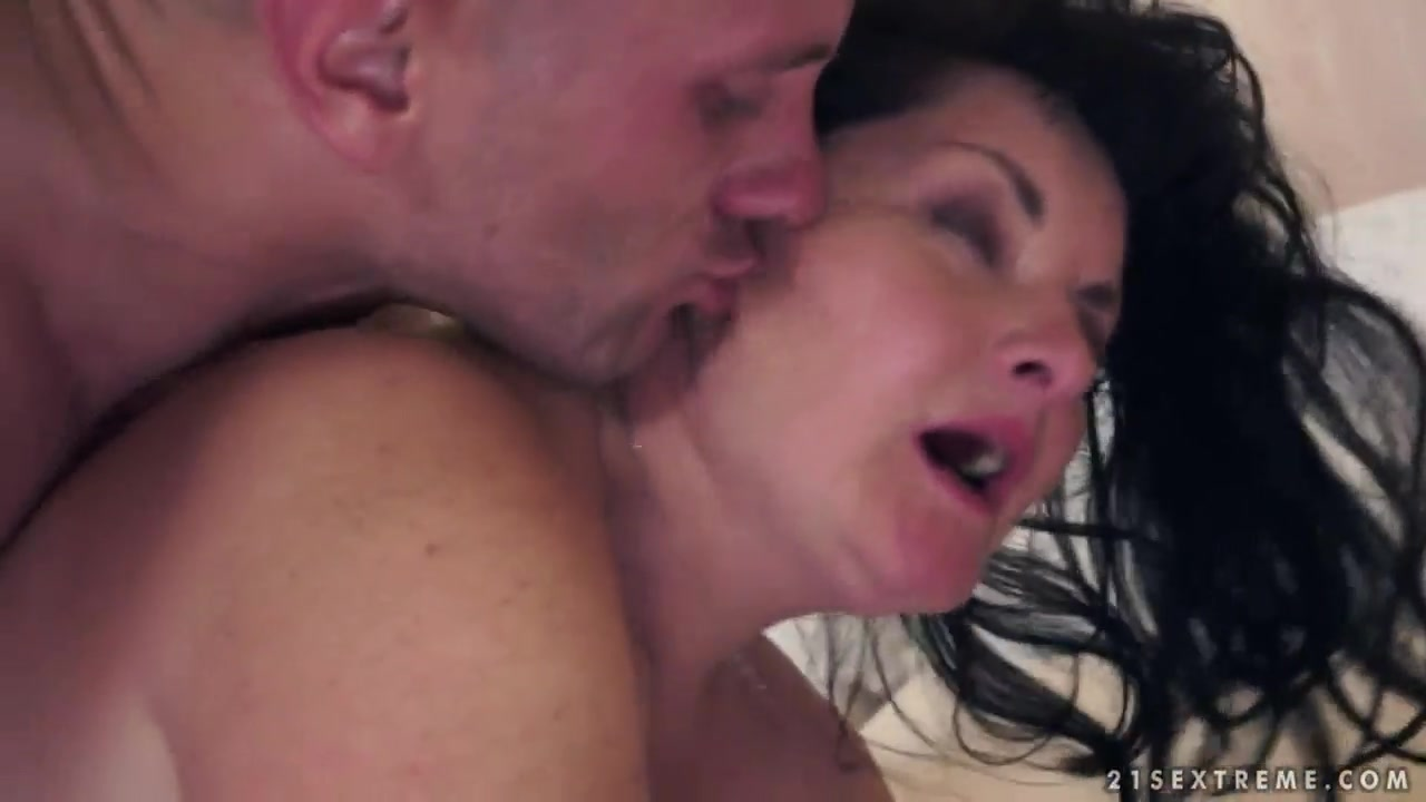Mature brunette Evelin called her neighbor to call to memory volcanic orgasms 18life Of Sex