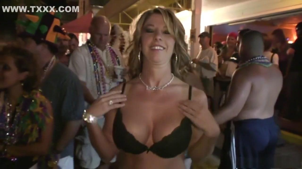 Nude gallery Busty nude beach girls blowjob