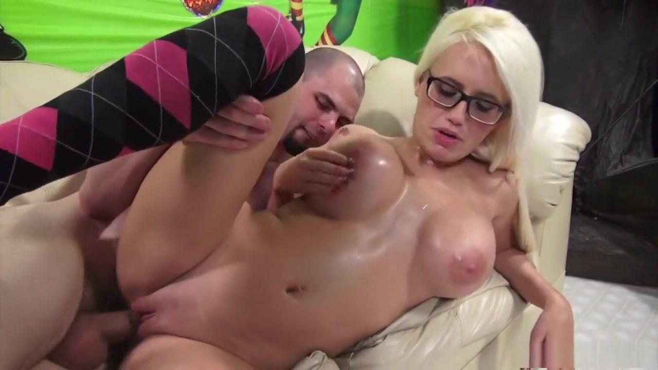 xXx Galleries Female body builder erotic pose