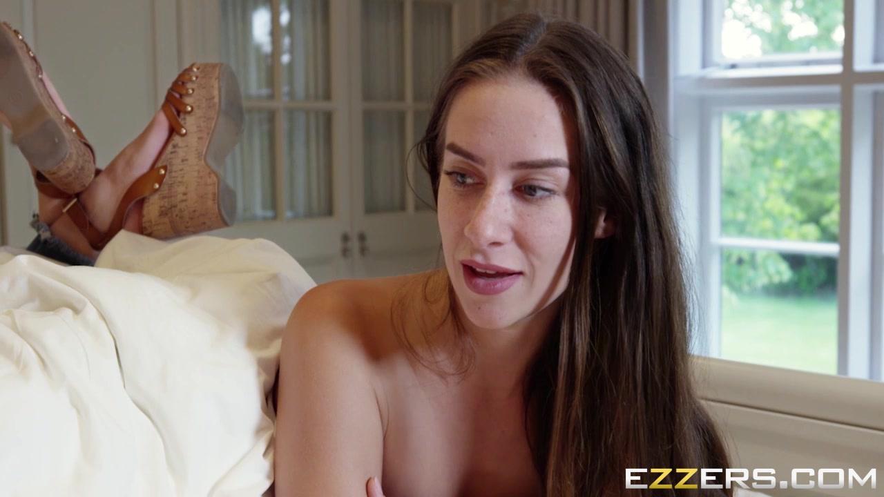 WATCH THIS HOT WEBCAM LESBIAN SHOW Adult videos