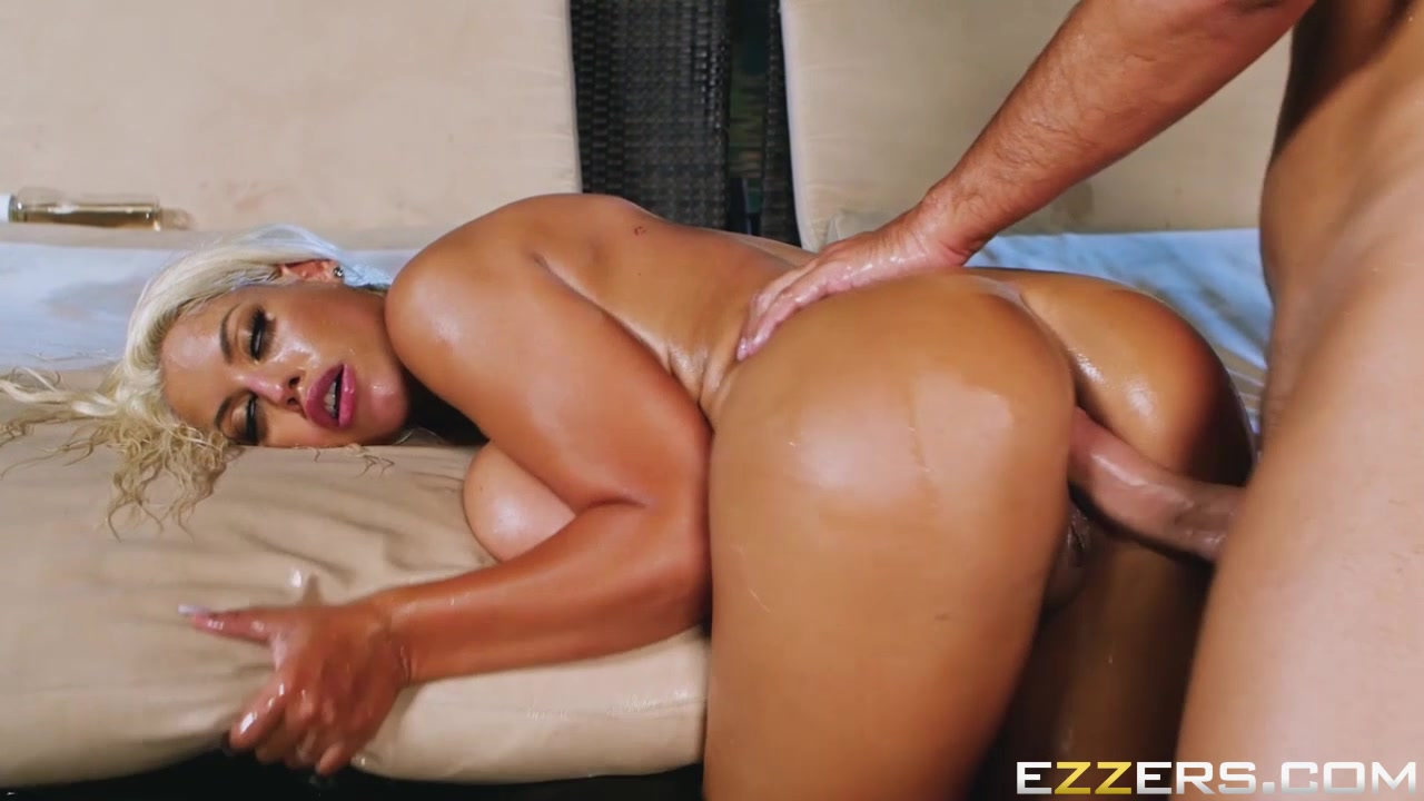 Sexy xxx video Jessy stripper serves up thong bikinis