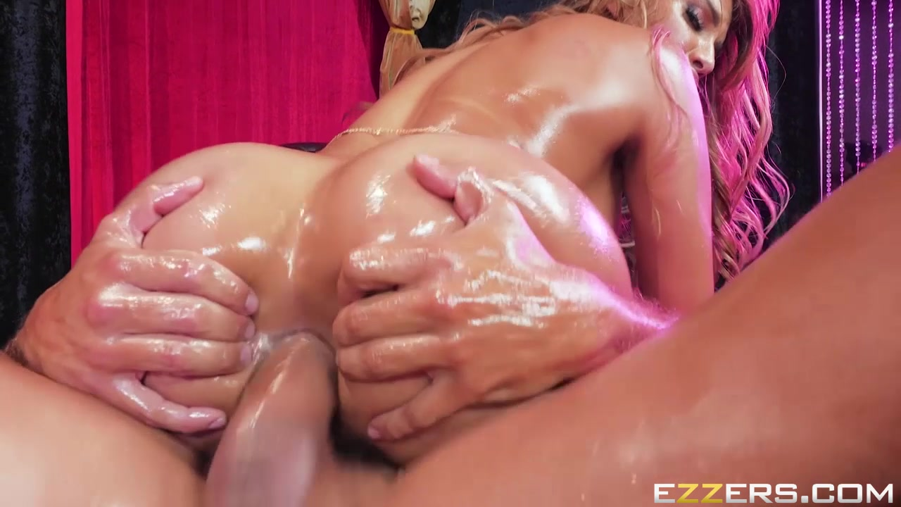 Porno photo Women Naked In The Shower