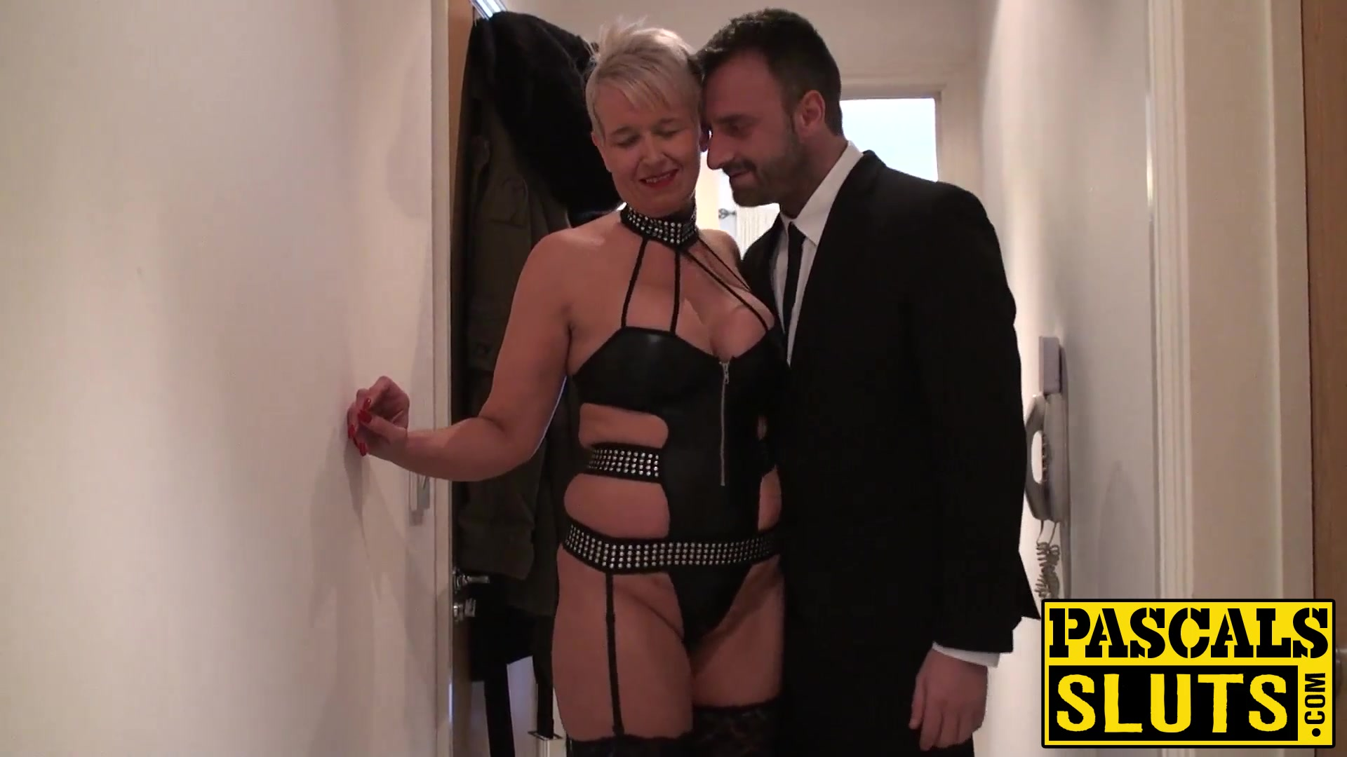 Hot Nude Hairy mature fisting