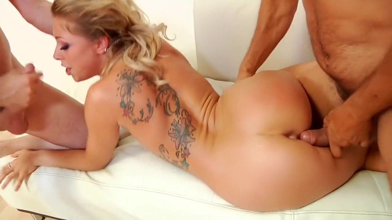 XXX Video Mature big tits shows her bf