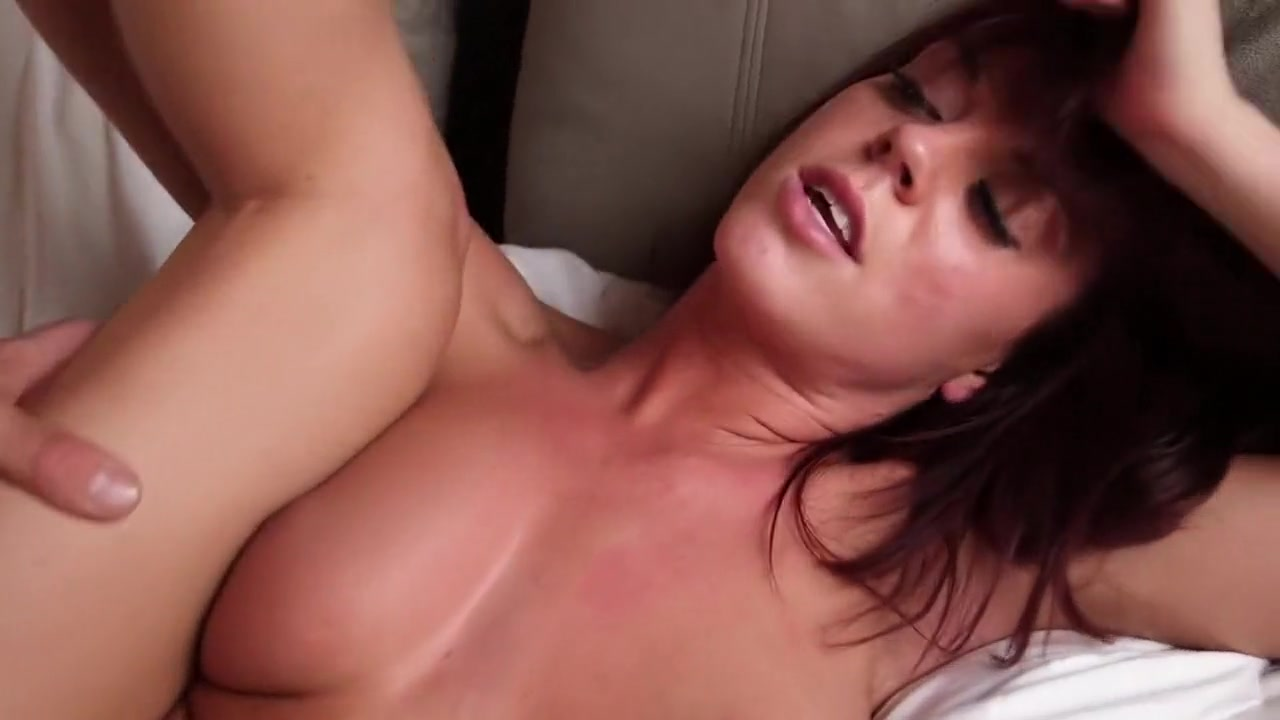 Hot Nude gallery Bbw strips in bedroom