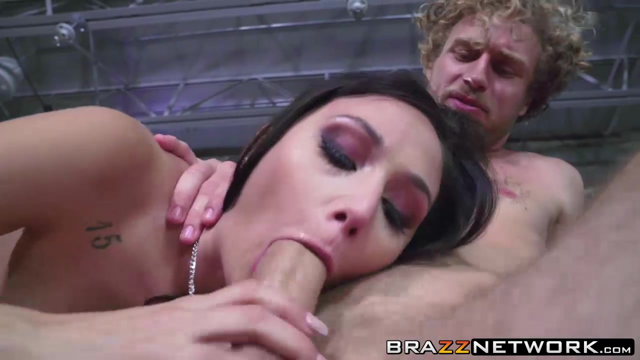 xXx Videos Upskirt pussy oops on tv