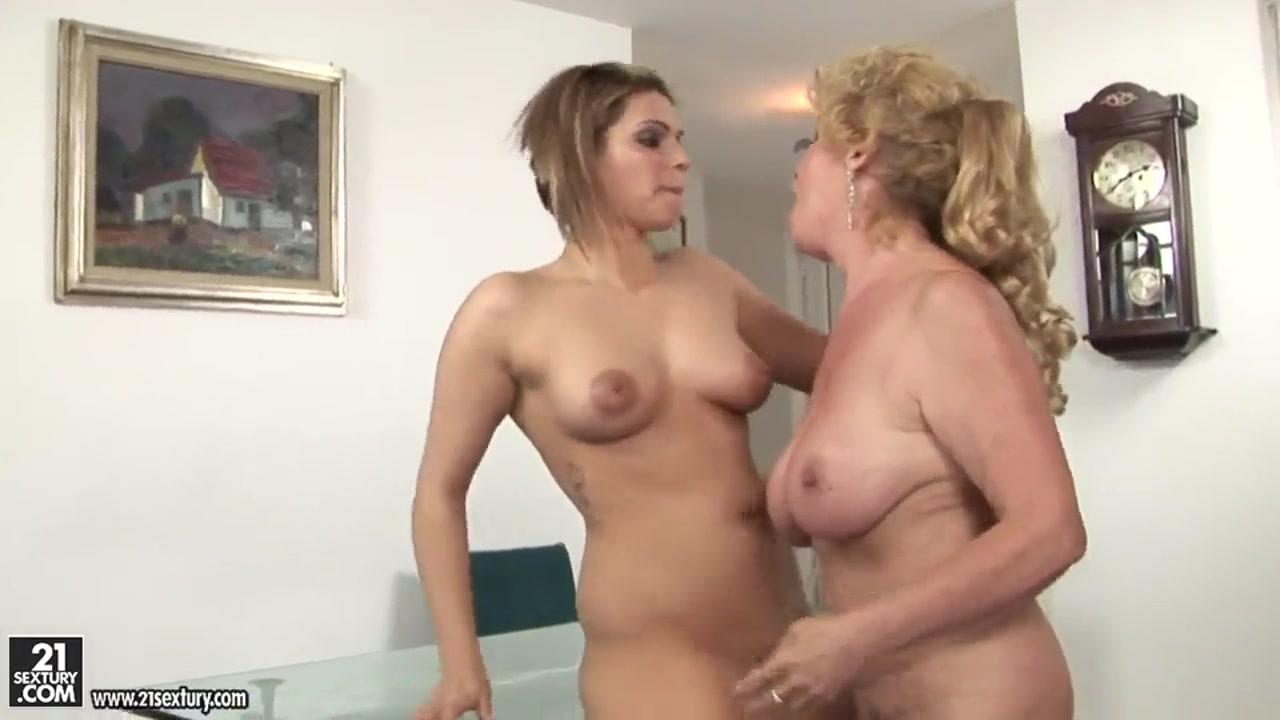Lesbianas fucks Blonde porne
