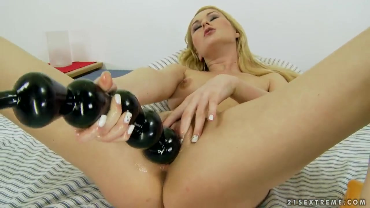 Sexy Photo 3d dickgirl gets blowjob by blonde