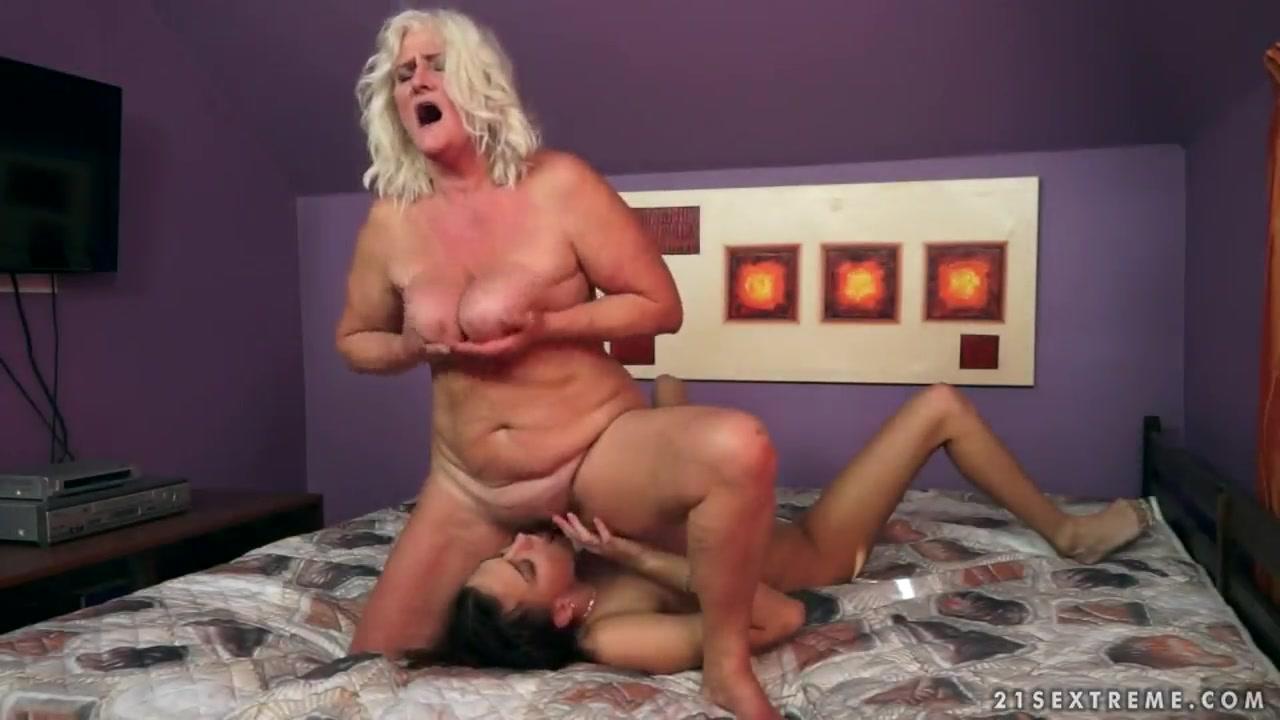 Lesbien fuckin Panties closet